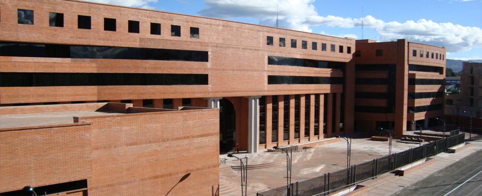 El proyecto abarca la construcción de cuatro bloques de edificios, el bloque uno de 6 niveles para Oficinas y Juzgados, con un área igual a 10.205,28 m², el bloque dos igualmente de 6 niveles para Oficinas...